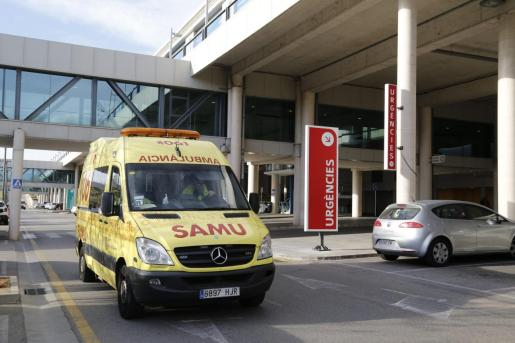 Hasta el lugar se han desplazado tres ambulancias del 061 que han atendido a los heridos y los han trasladado al hospital de Son Espases de Palma.