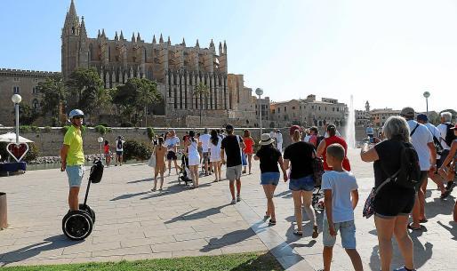 La llegada de turistas se realiza desde varios puntos de la ciudad para descongestionar el centro.