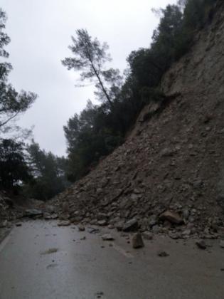 Desprendimiento en la carretera de Orient-Bunyola.