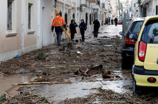 Vista de los desperfectos causados por las intensas lluvias causados por el temporal 'Gloria' en la localidad alicantina de Javea, este lunes 20 de enero de 2020.
