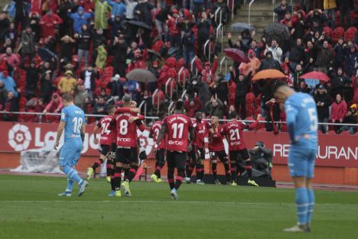 Los jugadores mallorquinistas celebran un gol el pasado domingo ante el Valencia.