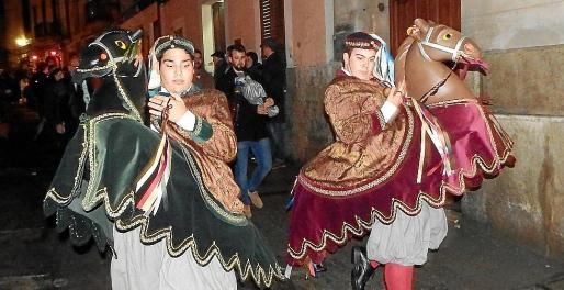 Los Cavallets Toni Gomila y Toni Company seguían al Estendard, Juan C. Romero.