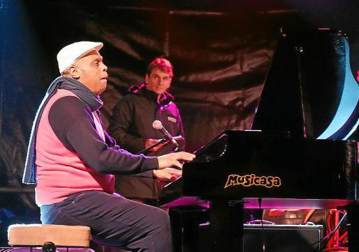 Chuchito Valdés, durante su actuación en la Plaça de Cort, cuna del jazz.