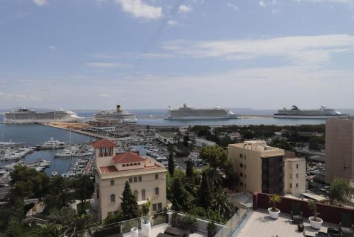 Imagen del puerto de Palma con cinco escalas de cruceros.