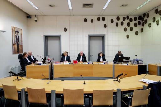 El tribunal antes del incio del juicio contra Gerrit Jan van D.
