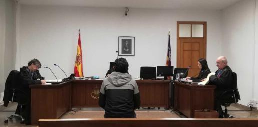 El varón durante la vista oral celebrada en el juzgado de lo Penal número 1 de Palma.