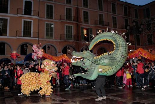 Imagen de archivo del encuentro entre el dragón chino y el drac de Na Coca.