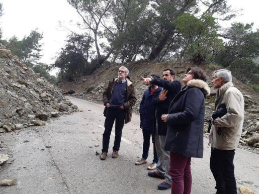 El conseller Iván Sevillano ha visitado este miércoles el desprendimiento en la carretera que une Alaró y Orient.