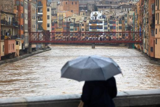 La provincia de Girona ha sufrido numerosas incidencias por las lluvias de la borrasca 'Gloria'. En la imagen, el río Onyar a su paso por la capital gerundense.