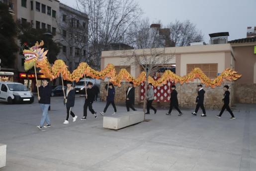 Los miembros de ACHINIB realizaron este jueves un ensayo de los bailes del dragón.