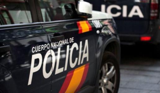 El señor salió a la calle a pedir ayuda y una patrulla de la Policía Nacional acudió hasta ese domicilio.