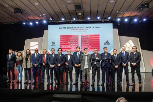 Representantes de los tras el sorteo de octavos de la Copa del Rey celebrado este viernes en la Ciudad del Fútbol de Las Rozas en Madrid.