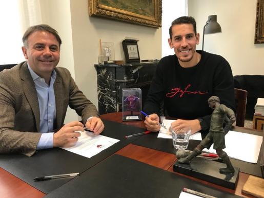 Álex Alegría ya ha firmado su nuevo contrato con el Extremadura.