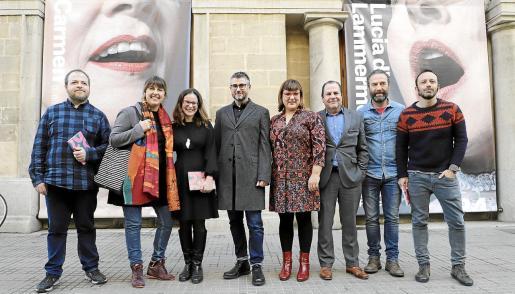 Joan Andreu, Carme Castells, Marta Ferré, Josep R. Cerdà, Bel Busquets, Josep Mallol, Pedro Mas y Rafa Gallego, en el Teatre Principal.