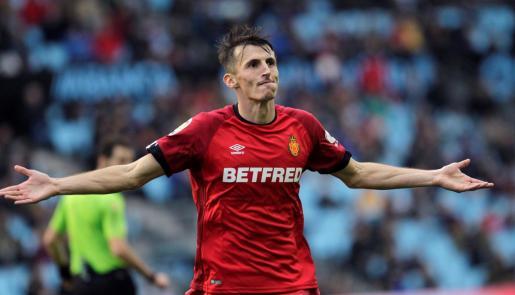 El delantero croata del Mallorca Ante Budimir celebra el gol del empate ante el Celta de Vigo en el único partido en el que ha sumado el grupo balear como visitante.