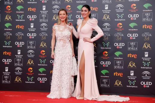 Las Hijas de Marisol, la actriz María Esteve y la cantante Celia Flores, a su llegada a la entrega de los Premios Goya 2020 que se celebra esta noche en el Palacio de los Deportes José María Martín Carpena, en Málaga.