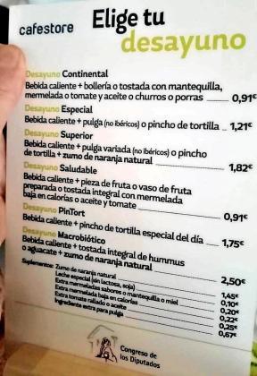 Con un euro sobra para un buen desayuno; con 2,50, el 'no va más'. Platos combinados y menú en el restaurante del Congreso.