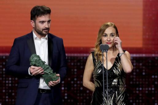 Los directores Silvia Venegas y Juan Antonio Moreno reciben el Goya al Mejor corto documental por su trabajo en 'Nuestra vida como niños refugiados en Europa', durante la gala de entrega de los Premios Goya 2020 que se celebra este sábado en el Palacio de los Deportes José María Martín Carpena, en Málaga.