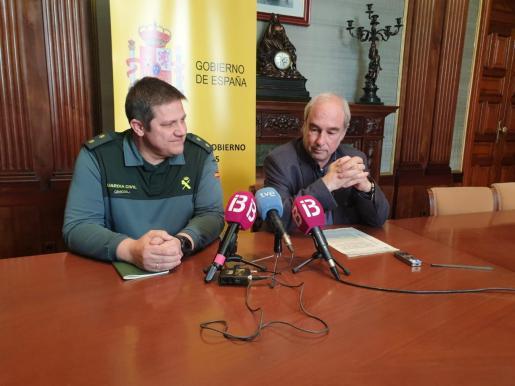 Ramón Morey, delegado del Gobierno en funciones en Baleares, junto al teniente coronel de la Guardia Civil, Antonio Orantos, hoy en la Delegación de Gobierno.