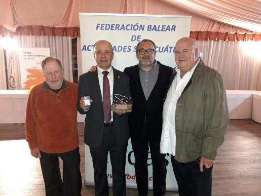 Pep Amengual, Toni Morata, Joan Ramón Reus y Joan Mas, en la entrega de la insignia de oro de la FBDAS.