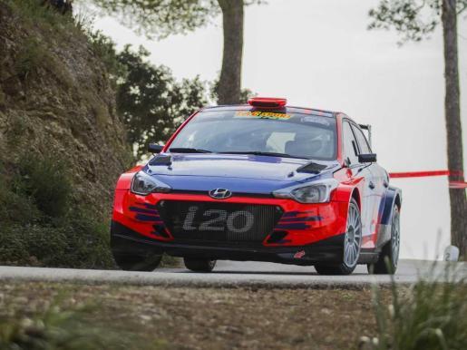 Blas y Nuria Pons (Hyundai I20), en plena acción durante la prueba de Sant Salvador.