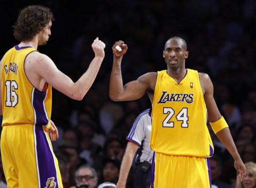 Kobe Bryant junto a Pau Gasol en los Los Angeles Lakers