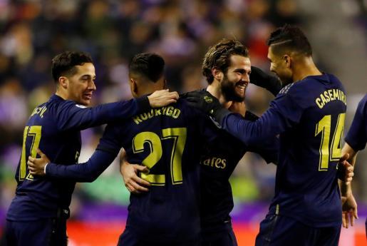 Los jugadores del Madrid celebran el gol de Nacho.