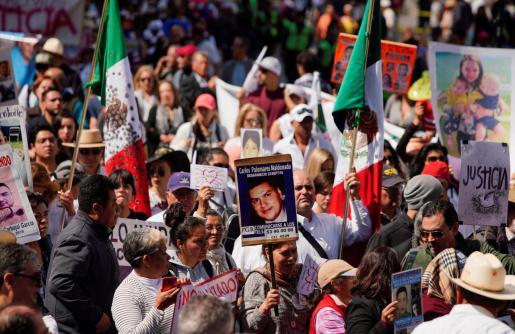 Protesta en la capital de México contra la violencia y la desaparición de personas.