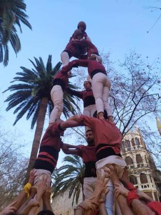 Los Castellers de Mallorca coronan el primero de la tarde y del año en Palma, un 3de6 de bella factura.