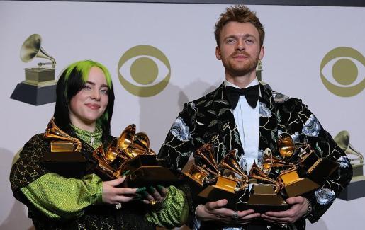 Los hermanos Billie Eilish y Finneas, con siete gramófonos en total.