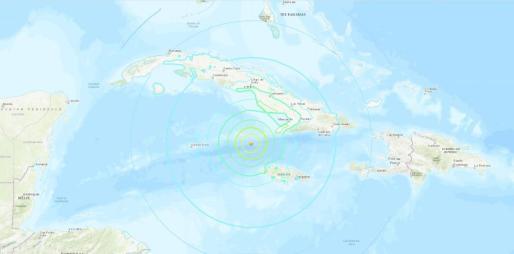 Fotograma tomado del Servicio Geológico de los Estados Unidos que muestra el mapa interactivo de la incidencia de un terremoto de magnitud 7,7, este martes a 120 kilómetros del extremo noroeste de Jamaica y 80 kilómetros del sureste de Cuba, con una profundidad de 10 kilómetros.
