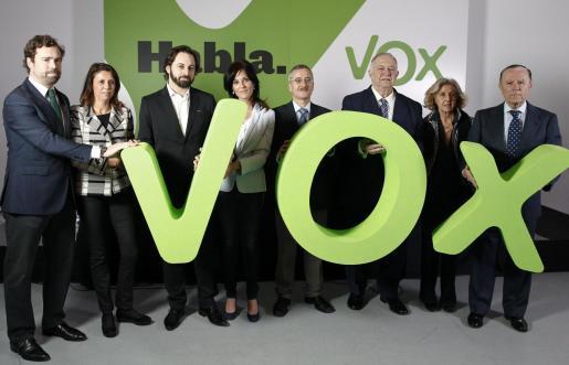 Seguí, en el centro de la imagen junto a Abascal, en una de las presentaciones de Vox en 2014, cuando la formación era conocida como «el partido de Ortega Lara».