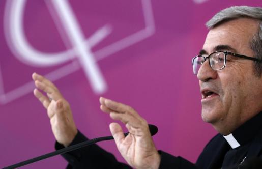 El secretario general y portavoz de la Conferencia Episcopal Española (CEE), Luis Argüello, durante la rueda de prensa que ofreció tras la reunión de la Comisión Permanente de la Conferencia Episcopal.