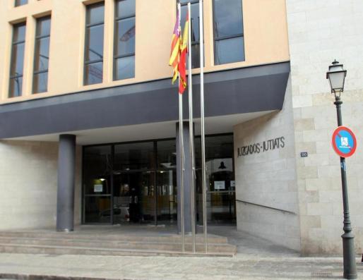 Imagen de la entrada de los juzgados de sa Gerrería, sede de la Fiscalía de Menores.