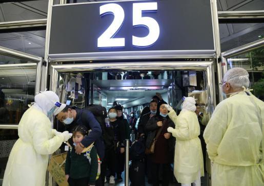 Imagen de un control sanitario en un aeropuerto.