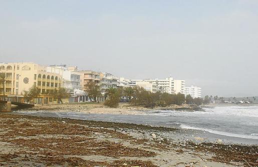 La playa de s'Illot ha sido una de las zonas más afectadas por la borrasca 'Gloria'.