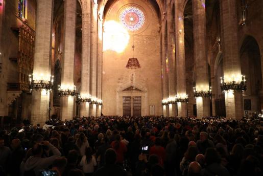 Imagen del rosetón reflejado en el interior de la Catedral.