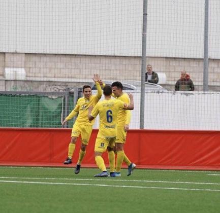 Los jugadores del Baleares celebran el gol.