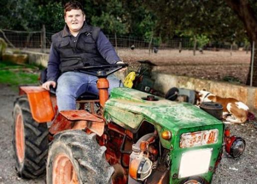 Miquel Montoro, en su tractor, en una de sus últimas imágenes compartidas en las redes sociales, donde le siguen miles de personas.