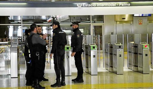 La Policía Nacional practicó la detención de los dos sospechosos en la Estación Intermodal.