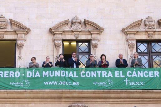 Pancarta colocada en el Ayuntamiento de Palma.