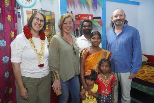La presidenta del Govern, Francina Armengol, ha inaugurado una colonia de 78 viviendas para mujeres en la India.