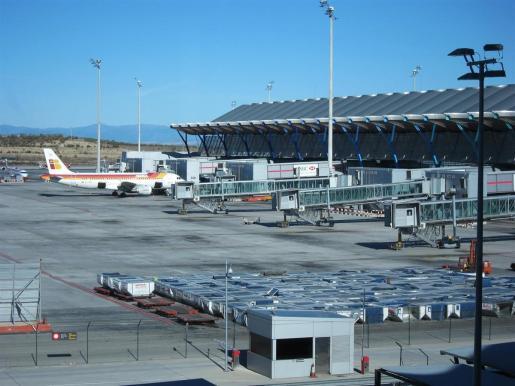 Al menos un dron ha causado el cierre temporal de Barajas este lunes.