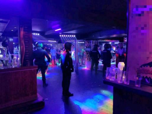 Agentes de la Policía Local de Palma y del Cuerpo Nacional de Policía, en un operativo conjunto, llevaron a cabo cuatro inspecciones en locales de ocio nocturno y discotecas, donde localizaron a los menores fugados.