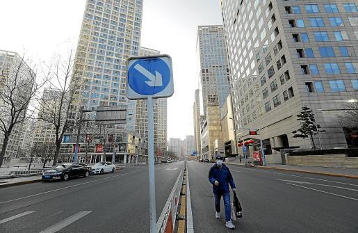 En la capital, Pekín, las calles siguen prácticamente desiertas y la mayoría de los establecimientos cerrados