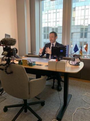 José Ramón Bauzá en su despacho del Parlamento Europeo.