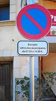Las señales de tráfico ahora ya son sólo en castellano en Campanet.