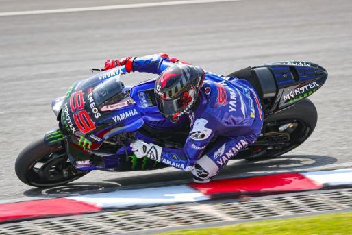 Jorge Lorenzo rueda con la Yamaha como piloto probador en los tests de Sepang.