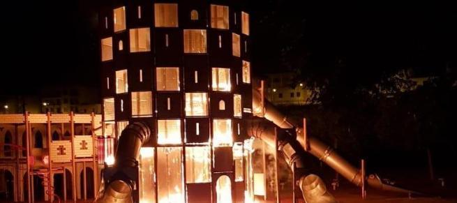 Arde parte del castillo infantil del Parc de sa Riera