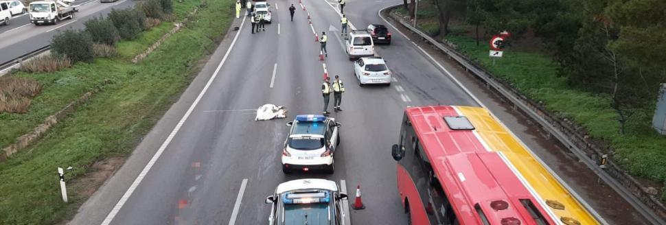 Una suicida provoca un accidente en la autopista de Llucmajor